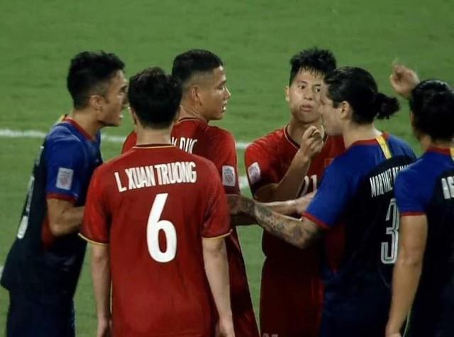 Những bức ảnh ấn tượng trong trận bán kết Việt Nam - Philippines trở thành nguồn cảm hứng chế bất tận của người hâm mộ - Ảnh 9.