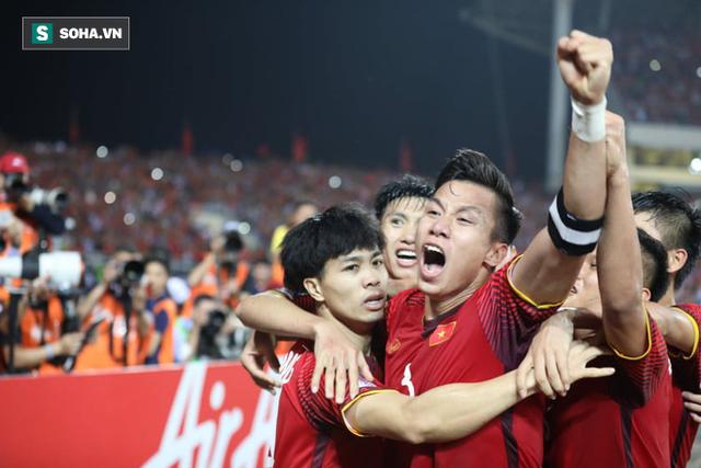 """HLV Eriksson thừa nhận """"dính bẫy"""" của HLV Park Hang-seo, ghen tị bởi hào khí ở Mỹ Đình - Ảnh 1."""
