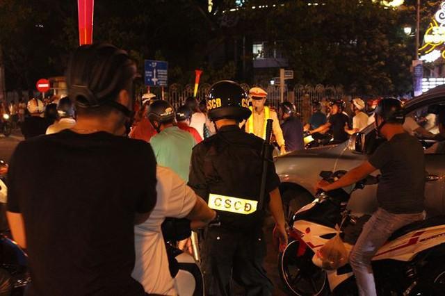Đêm trắng của cảnh sát giao thông Đà Nẵng - Ảnh 2.