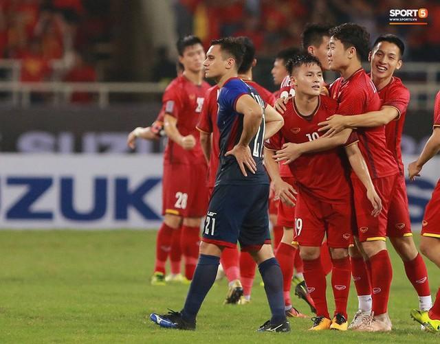 Không có ngày nghỉ, tuyển Việt Nam sang Malaysia ngay hôm nay để chuẩn bị cho trận chung kết AFF Cup 2018 - Ảnh 1.