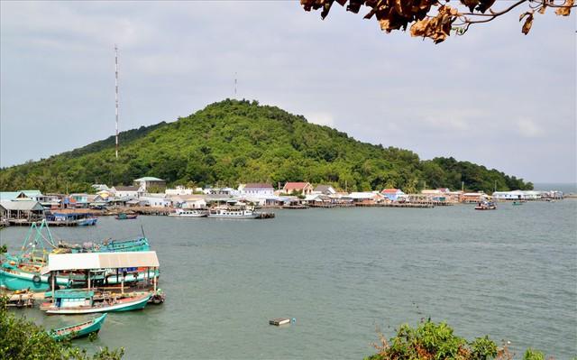 Nghề nuôi cá bạc tỷ ở Sơn Hải - Ảnh 1.