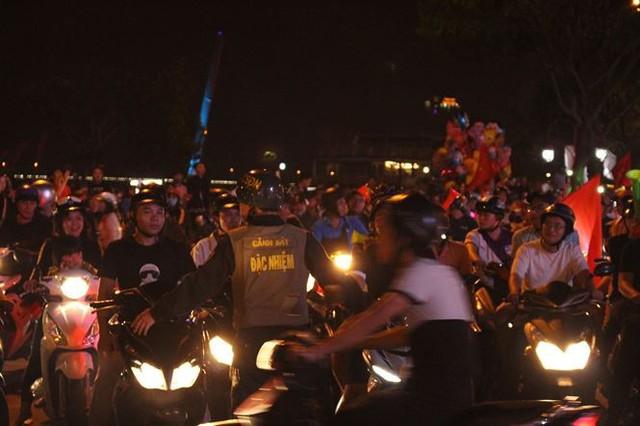 Đêm trắng của cảnh sát giao thông Đà Nẵng - Ảnh 3.