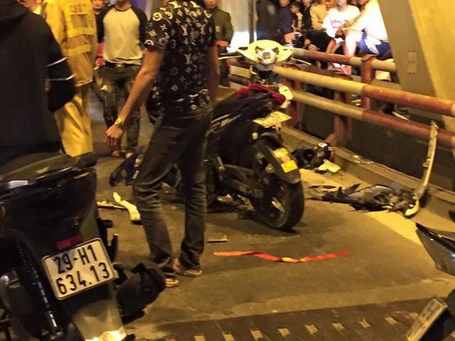 Ẩu đả, tai nạn giao thông liên tiếp trong đêm đi bão mừng chiến thắng của đội tuyển Việt Nam: Vui thôi đừng vui quá! - Ảnh 4.