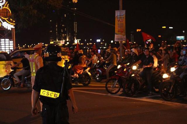 Đêm trắng của cảnh sát giao thông Đà Nẵng - Ảnh 4.