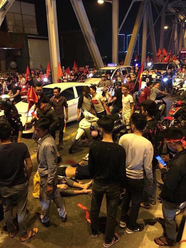 Ẩu đả, tai nạn giao thông liên tiếp trong đêm đi bão mừng chiến thắng của đội tuyển Việt Nam: Vui thôi đừng vui quá! - Ảnh 5.