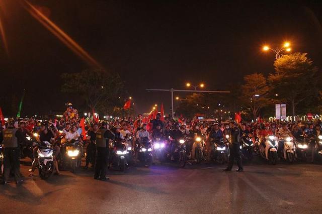 Đêm trắng của cảnh sát giao thông Đà Nẵng - Ảnh 6.
