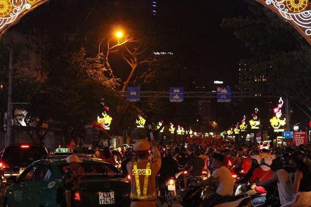 Đêm trắng của cảnh sát giao thông Đà Nẵng - Ảnh 7.