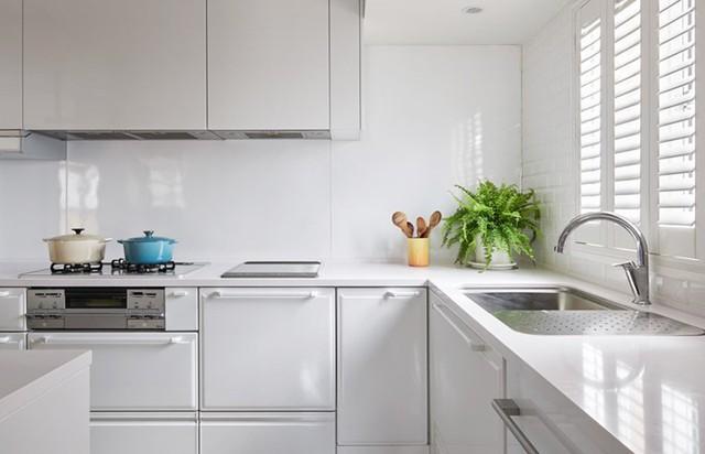 Ngôi nhà rộng 165 m2 sơn màu trắng tinh tế - Ảnh 7.