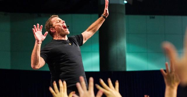 Năm cũ sắp qua, tỷ phú Tony Robbins tiết lộ 5 bước giúp bạn có một năm mới gặt hái được nhiều thành công nhất - Ảnh 1.