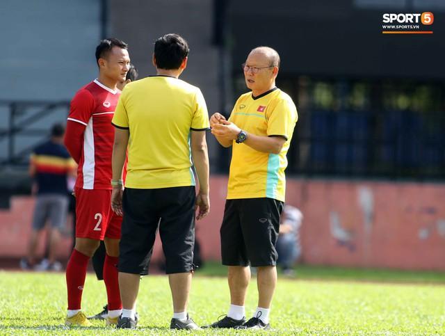 Đội tuyển Việt Nam chia nửa vui, buồn trong buổi tập đầu tiên trên đất Malaysia - Ảnh 3.