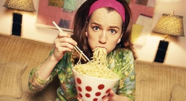Sửa ngay những thói quen ăn uống tai hại này nếu không muốn dạ dày bị xuống cấp nghiêm trọng - Ảnh 3.