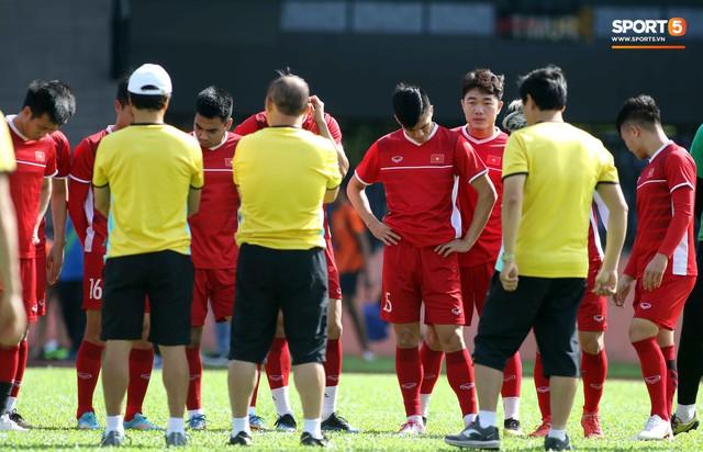 Đội tuyển Việt Nam chia nửa vui, buồn trong buổi tập đầu tiên trên đất Malaysia - Ảnh 6.
