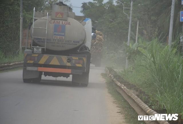 Ảnh: Cận cảnh ổ gà, ổ voi, lún võng trên quốc lộ ở Quảng Nam khiến tài xế khiếp đảm - Ảnh 11.