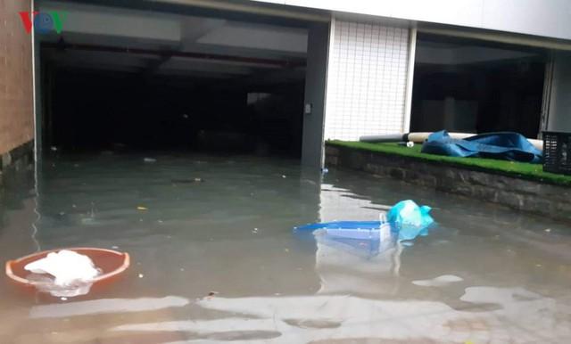 Mưa lớn, Đà Nẵng chìm trong biển nước - Ảnh 3.