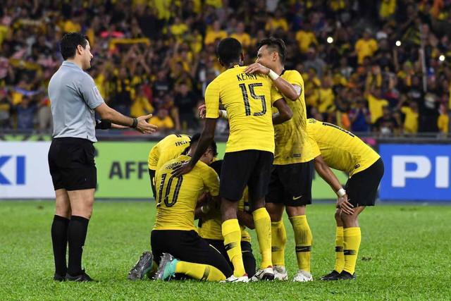 Info trọng tài bắt trận chung kết AFF Cup: Từng mang vận may cho Malaysia, có phản ứng cực gắt khi bị chỉ trích - Ảnh 3.