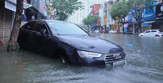 Xế hộp BMW, Range Rover chìm trong hầm, ngập trên đường Đà Nẵng - Ảnh 8.