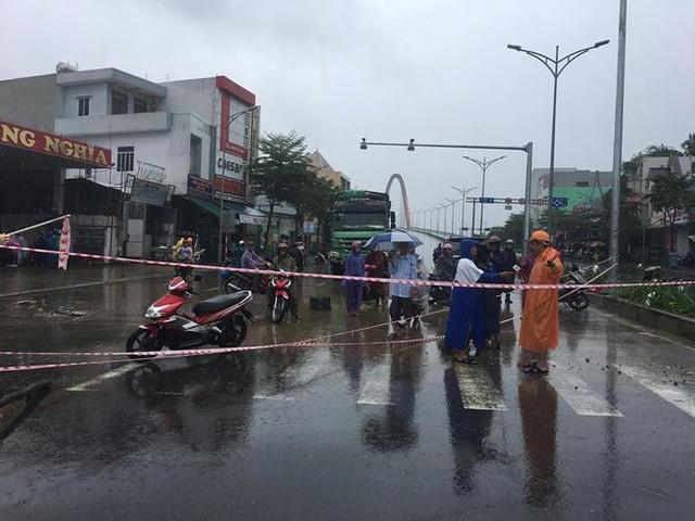 Mưa to xuyên đêm, sân bay Đà Nẵng bị bủa vây trong biển nước   - Ảnh 9.