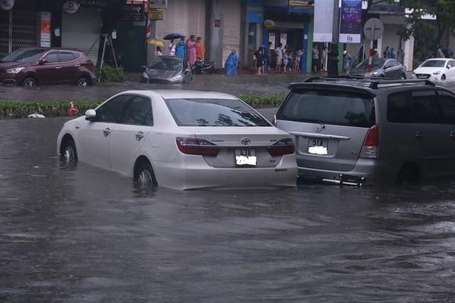 Xế hộp BMW, Range Rover chìm trong hầm, ngập trên đường Đà Nẵng - Ảnh 9.