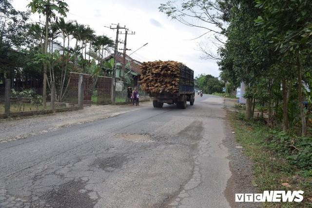 Ảnh: Cận cảnh ổ gà, ổ voi, lún võng trên quốc lộ ở Quảng Nam khiến tài xế khiếp đảm - Ảnh 10.