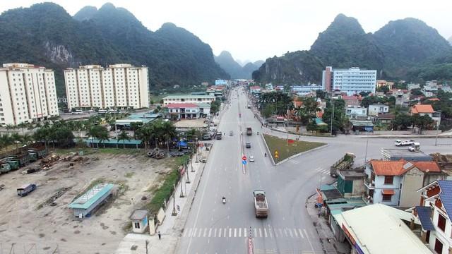 Cận cảnh con một vài con phố kết nối hai thành thị lớn nhất Quảng Ninh sau khi được cải tạo - Ảnh 5.
