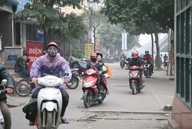 Hà Nội: Nhiều cửa ngõ Thủ đô ùn tắc do dòng người ùn ùn đổ về quê ăn Tết  - Ảnh 2.