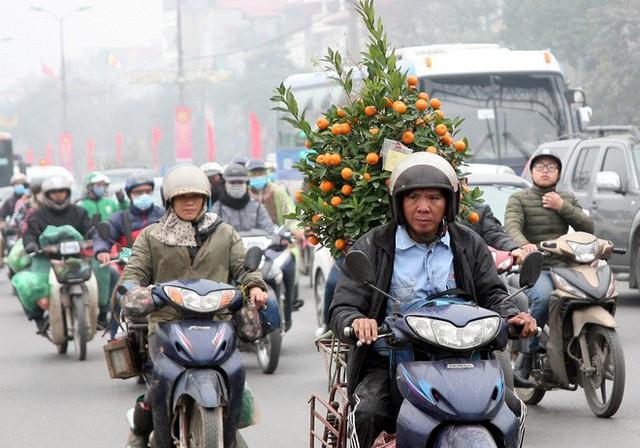 Hà Nội: Nhiều cửa ngõ Thủ đô ùn tắc do dòng người ùn ùn đổ về quê ăn Tết  - Ảnh 12.