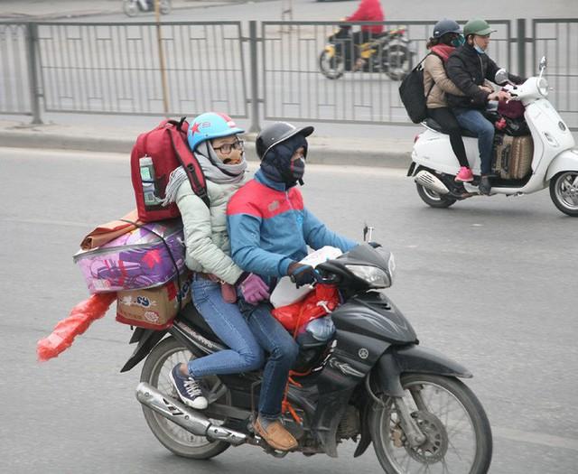 Hà Nội: Nhiều cửa ngõ Thủ đô ùn tắc do dòng người ùn ùn đổ về quê ăn Tết  - Ảnh 15.