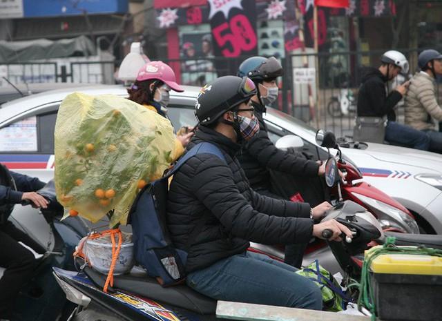 Hà Nội: Nhiều cửa ngõ Thủ đô ùn tắc do dòng người ùn ùn đổ về quê ăn Tết  - Ảnh 18.