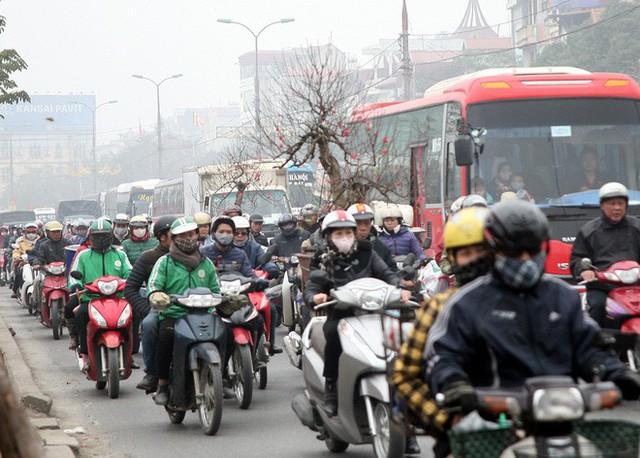 Hà Nội: Nhiều cửa ngõ Thủ đô ùn tắc do dòng người ùn ùn đổ về quê ăn Tết  - Ảnh 20.