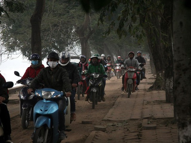 Hà Nội: Nhiều cửa ngõ Thủ đô ùn tắc do dòng người ùn ùn đổ về quê ăn Tết  - Ảnh 5.