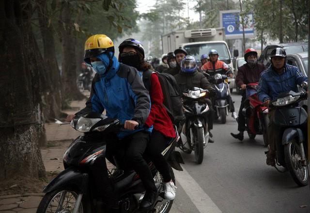 Hà Nội: Nhiều cửa ngõ Thủ đô ùn tắc do dòng người ùn ùn đổ về quê ăn Tết  - Ảnh 6.