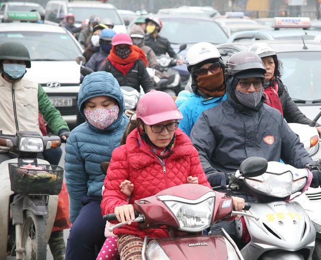 Hà Nội: Nhiều cửa ngõ Thủ đô ùn tắc do dòng người ùn ùn đổ về quê ăn Tết  - Ảnh 9.