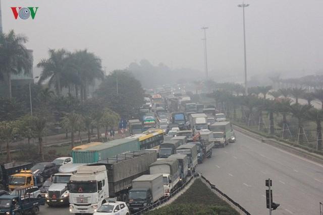 Đường phố Hà Nội ùn tắc kinh hoàng bất kể giờ giấc - Ảnh 11.