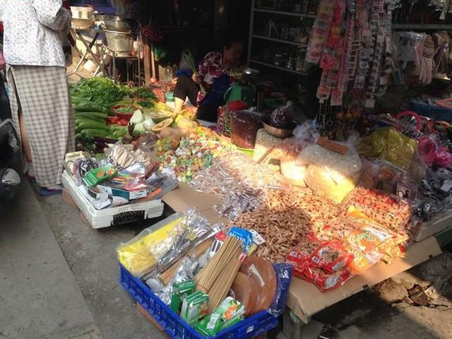 Bánh kẹo, mứt tết ba không đổ bộ chợ Sài Gòn   - Ảnh 4.