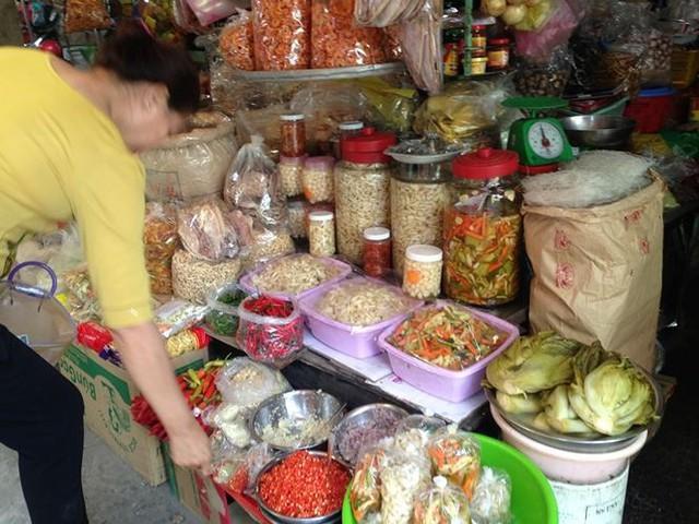 Bánh kẹo, mứt tết ba không đổ bộ chợ Sài Gòn   - Ảnh 5.