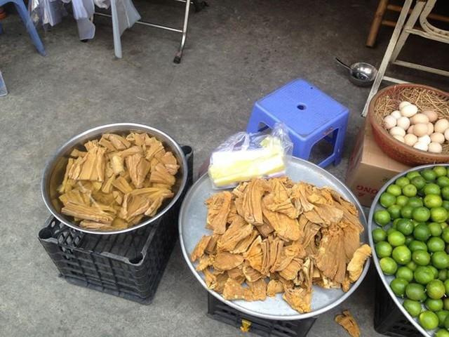 Bánh kẹo, mứt tết ba không đổ bộ chợ Sài Gòn   - Ảnh 6.