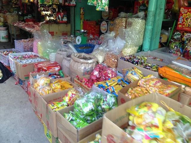 Bánh kẹo, mứt tết ba không đổ bộ chợ Sài Gòn   - Ảnh 7.