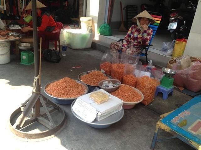 Bánh kẹo, mứt tết ba không đổ bộ chợ Sài Gòn   - Ảnh 9.