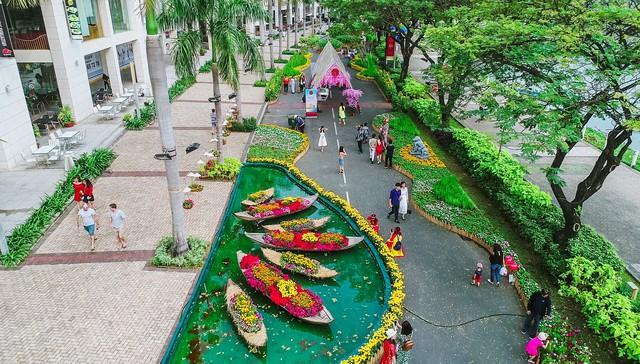 Toàn cảnh đường hoa xuân Mậu Tuất 2018 rực rỡ tại khu đô thị Ecopark và Phú Mỹ Hưng - Ảnh 3.