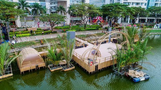 Toàn cảnh đường hoa xuân Mậu Tuất 2018 rực rỡ tại khu đô thị Ecopark và Phú Mỹ Hưng - Ảnh 4.