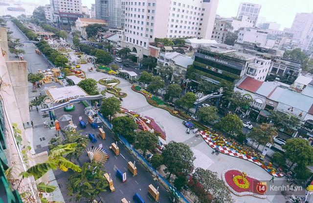 Chùm ảnh: Đường hoa Nguyễn Huệ đang được gấp rút hoàn thành trước ngày khai mạc - Ảnh 1.