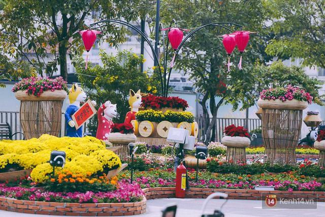 Chùm ảnh: Đường hoa Nguyễn Huệ đang được gấp rút hoàn thành trước ngày khai mạc - Ảnh 20.