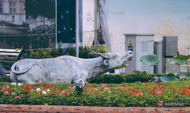 Chùm ảnh: Đường hoa Nguyễn Huệ đang được gấp rút hoàn thành trước ngày khai mạc - Ảnh 22.