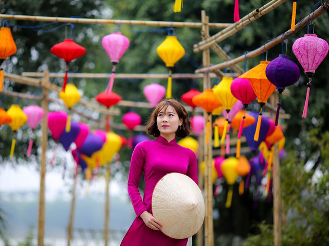 Toàn cảnh đường hoa xuân Mậu Tuất 2018 rực rỡ tại khu đô thị Ecopark và Phú Mỹ Hưng - Ảnh 9.