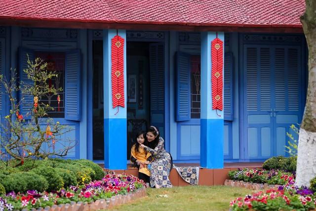 Toàn cảnh đường hoa xuân Mậu Tuất 2018 rực rỡ tại khu đô thị Ecopark và Phú Mỹ Hưng - Ảnh 11.