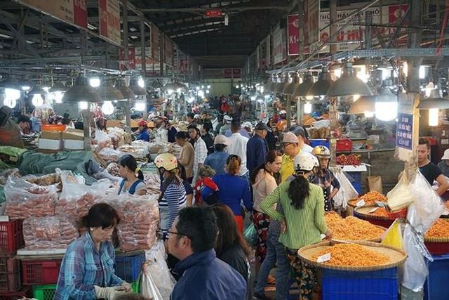 Chợ thủy hải sản khô lớn nhất Sài Gòn tất bật ngày cận Tết  - Ảnh 1.