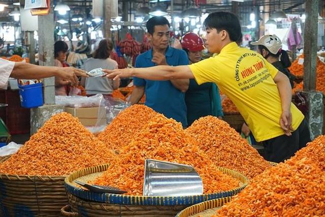 Chợ thủy hải sản khô lớn nhất Sài Gòn tất bật ngày cận Tết  - Ảnh 11.
