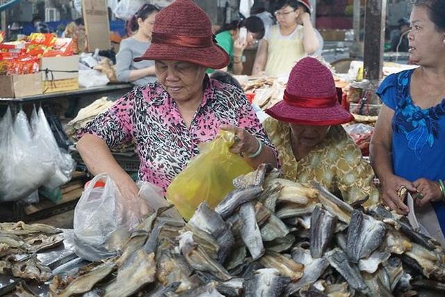 Chợ thủy hải sản khô lớn nhất Sài Gòn tất bật ngày cận Tết  - Ảnh 15.