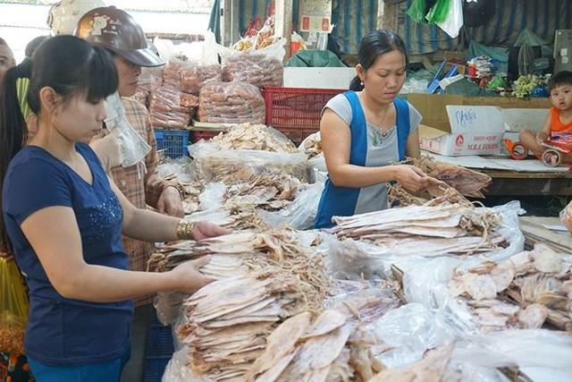 Chợ thủy hải sản khô lớn nhất Sài Gòn tất bật ngày cận Tết  - Ảnh 16.