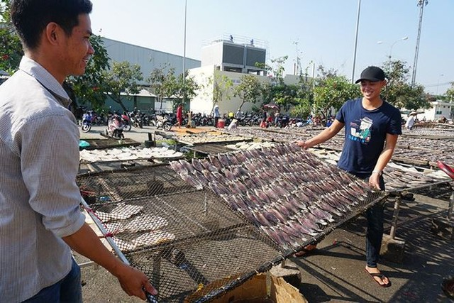 Chợ thủy hải sản khô lớn nhất Sài Gòn tất bật ngày cận Tết  - Ảnh 18.